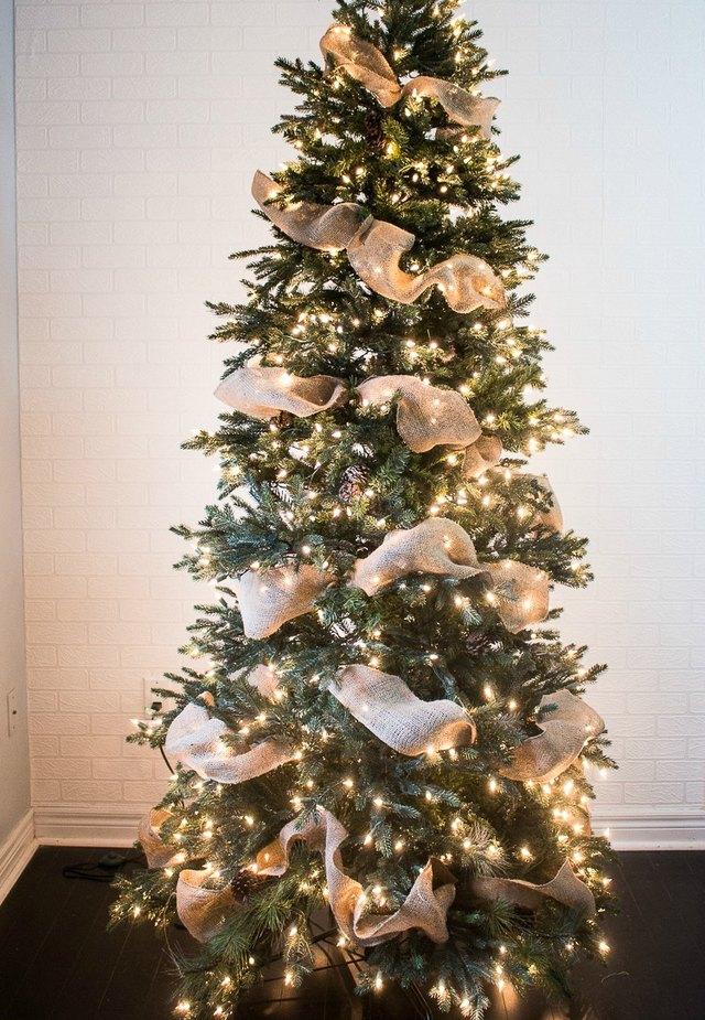 how to put picks on a christmas tree