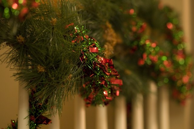 How to Hang Christmas Garland on Your Staircase