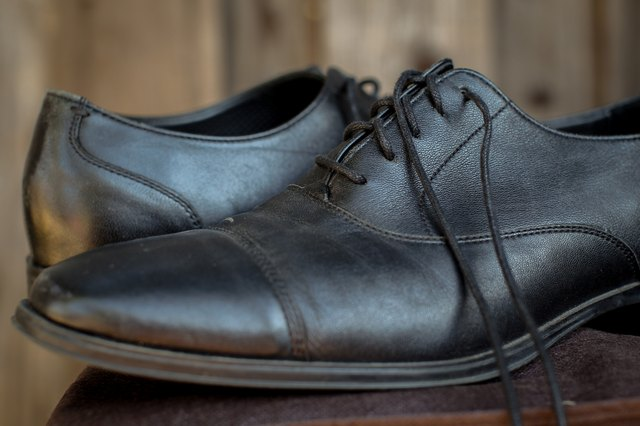 How to Clean the Inside of Stinky Shoes & Flats