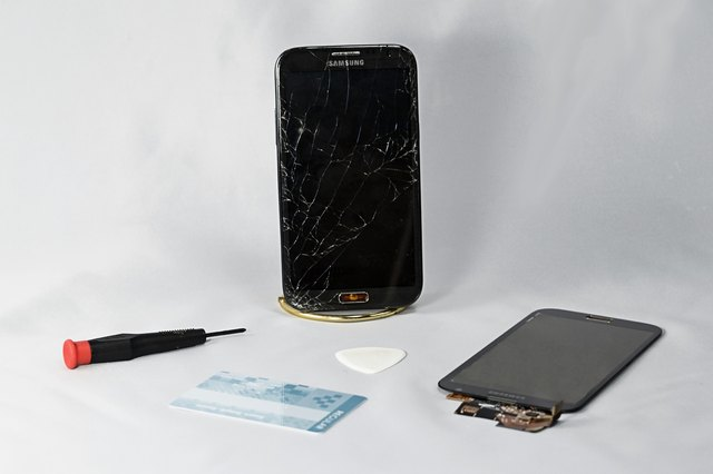 How to Fix Cracked Cell Phone Screens