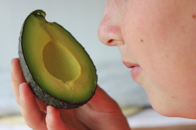 5 Ways to Tell If an Avocado is Bad | Just-Health.net