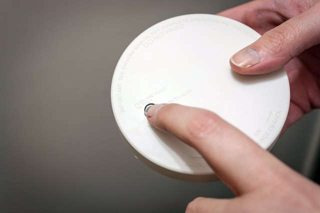 how to tell which smoke alarm is beeping