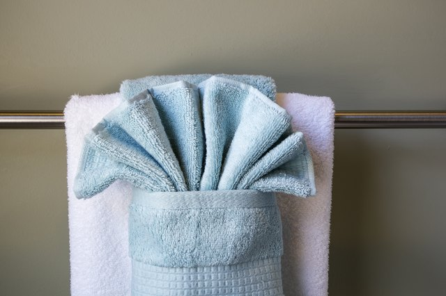 How to hang bathroom towels decoratively with pictures for How to fold decorative bathroom towels