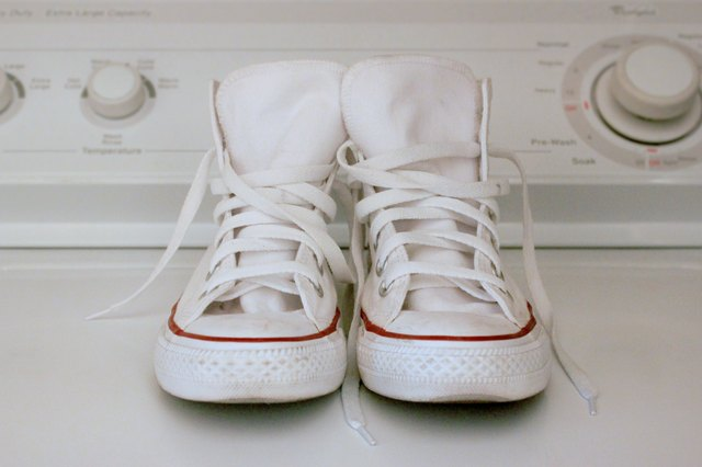 how to wash white converses in the washing machine