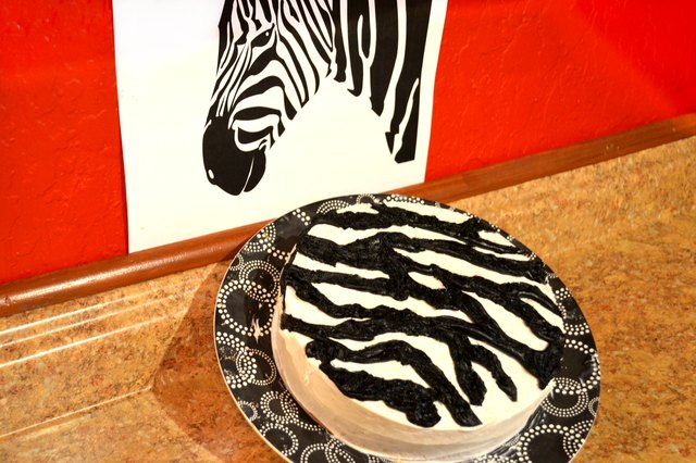 How to Make a Zebra Print Cake Using Regular Icing
