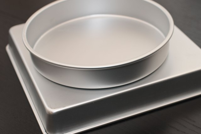 Instructions For Wilton Cake Pans With Pictures Ehow