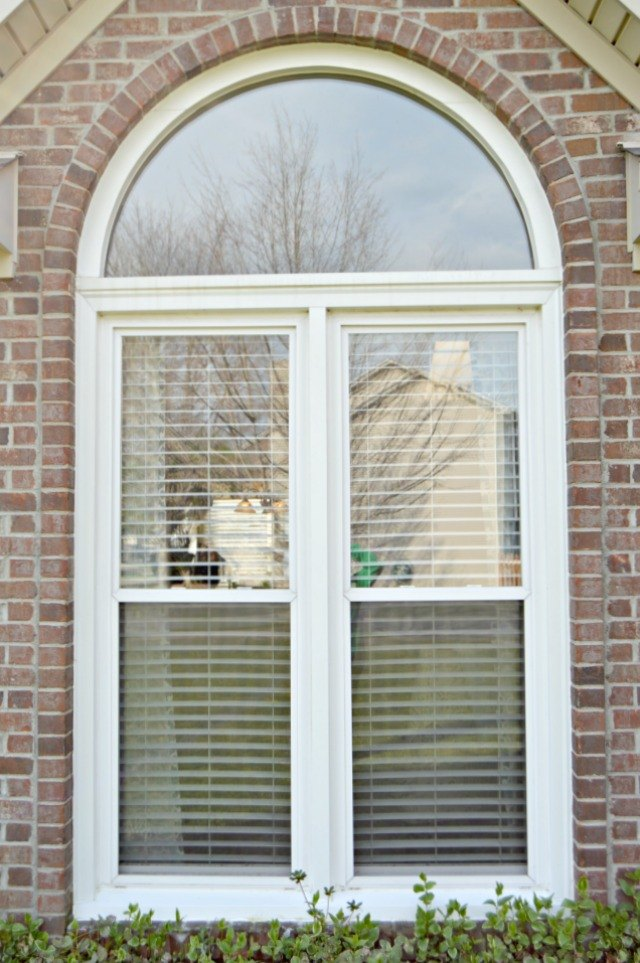 How To Clean Window Screens Easily With Pictures Ehow