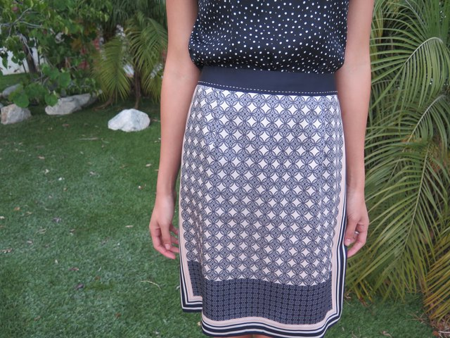 The pattern of an art deco skirt sets the tone for this pairing.