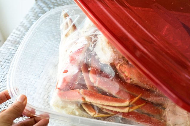 how to clean frozen crab legs