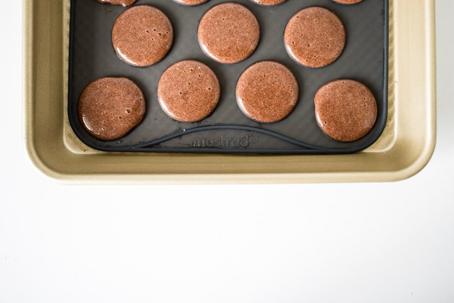 Let the macarons sit on the tray to form a skin.