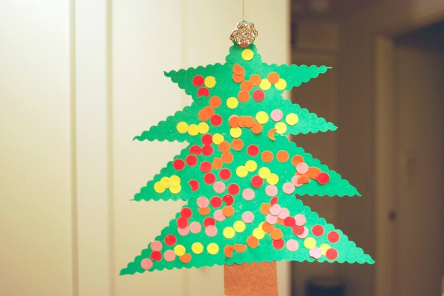How To Make A Christmas Decor Using Paper : Homemade construction paper christmas decorations ehow