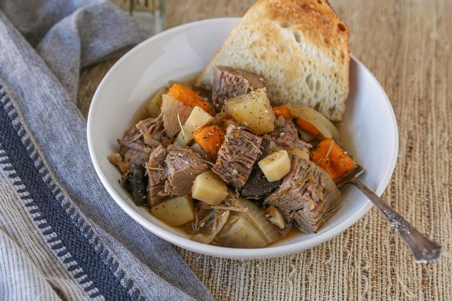 How to make pot roast in a slow cooker