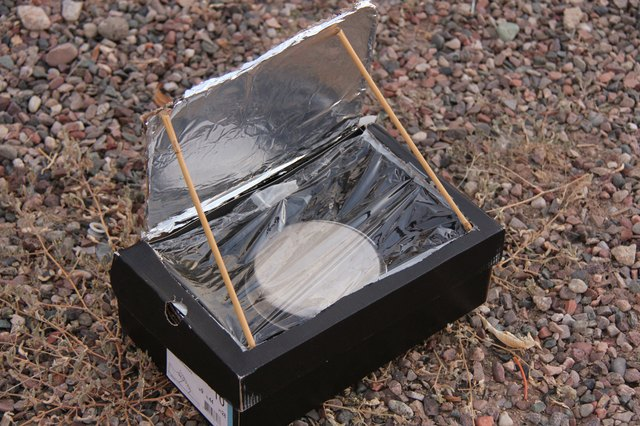 How to make a shoebox solar oven with pictures ehow for How to build a solar oven for kids