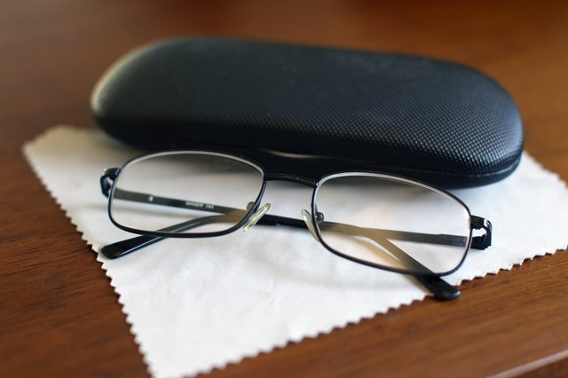How to Clean an Eyeglass Cloth