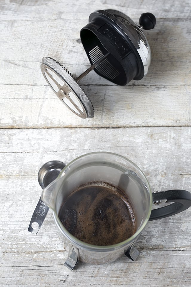 coffee hack how to use a french press to make espresso ehow. Black Bedroom Furniture Sets. Home Design Ideas