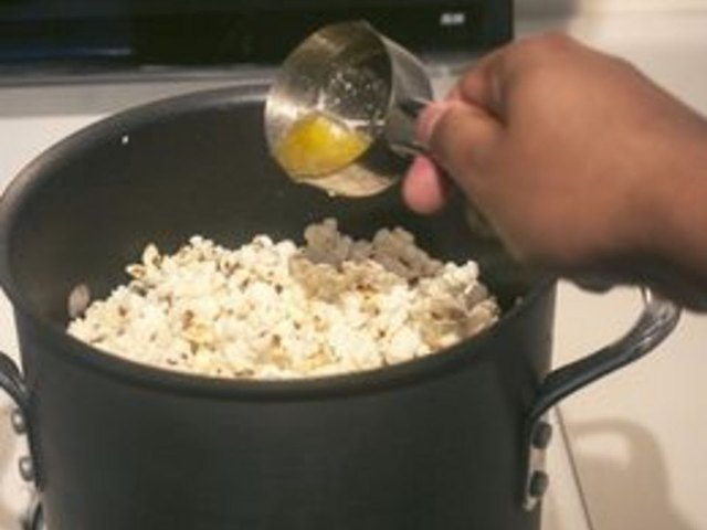 how to make buttery popcorn in a popcorn machine