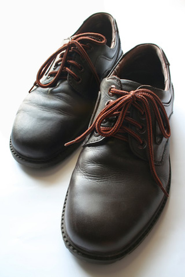 Remove Stains From Leather Shoes With White Vinegar