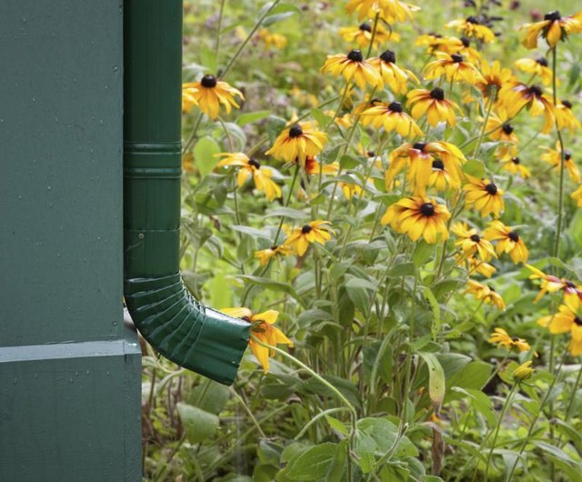 How To Hide Ugly Items In The Garden With Pictures Ehow