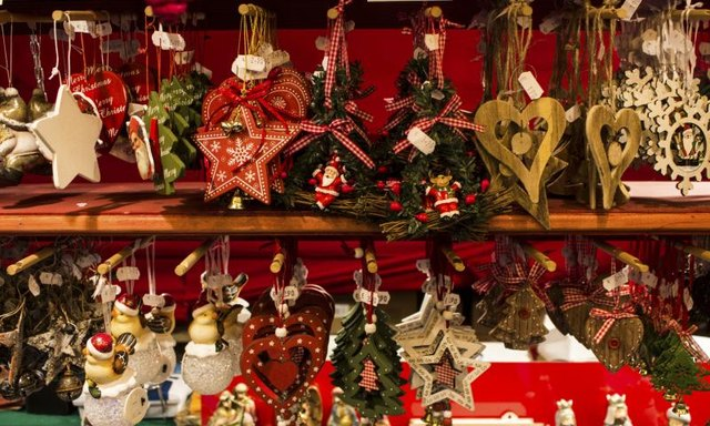 What are good items to sell at a craft fair with for Handmade christmas gifts to sell