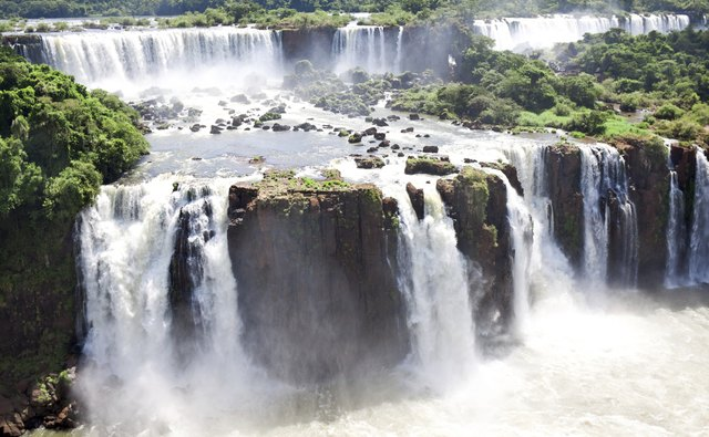 Where is Iguazú Falls?