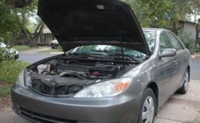 how to clean the car battery