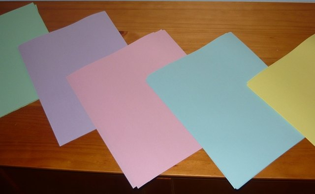 The color associated with an anniversary can be used in simple decorations for an anniversary party.