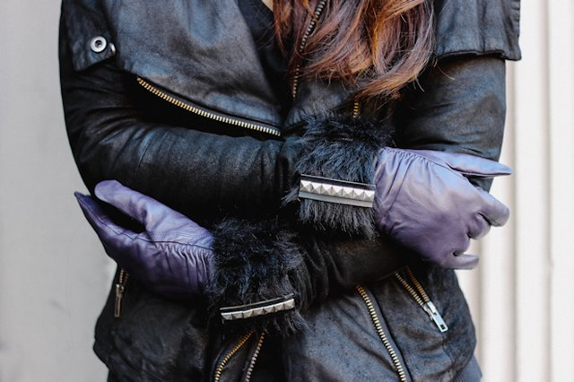 How to Make a Pair of Faux Fur-Trimmed Gloves