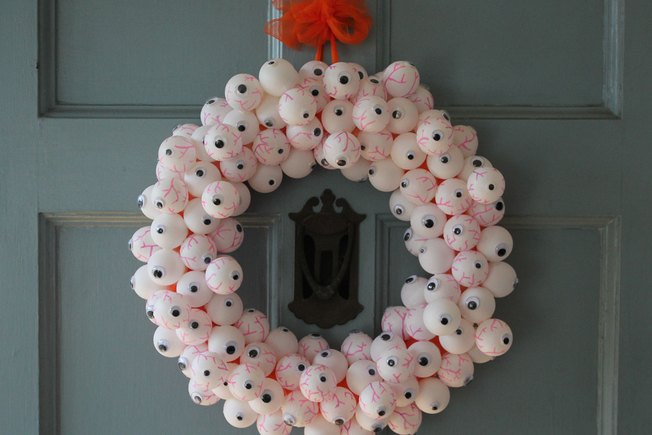 [Article Image] - DIY Halloween Wreath