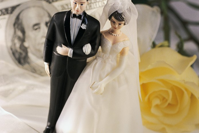 Can an IRA Be Transferred From Spouse to Spouse?