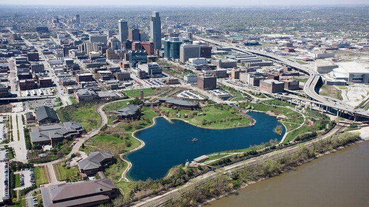 As Nebraska's largest city, Omaha is a family-friendly town with parks to satisfy thrill-seekers, gamers and all types of athletes. Big enough to support a booming amateur sports scene as well as thriving cultural attractions, Omaha offers plenty for visitors of all ages. But it's also comfortably close to other major cities, making for quick day trips as well.