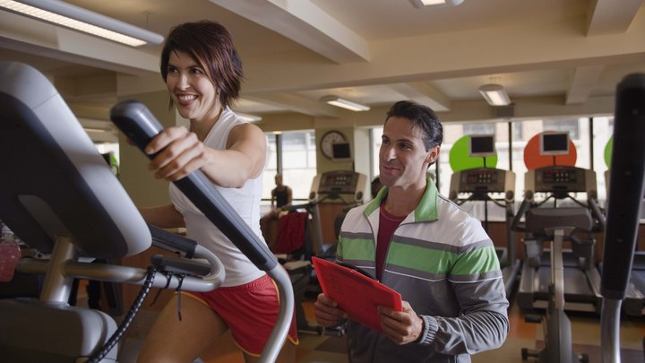 Elliptical machines and exercise bikes have a lot in common. They both use a circular motion to work out your body, they're both machines that you can use at home or in the gym, they both provide you with adjustable intensity levels and they both burn calories. One of them, though, can be a better choice for working out the butt and thigh area.