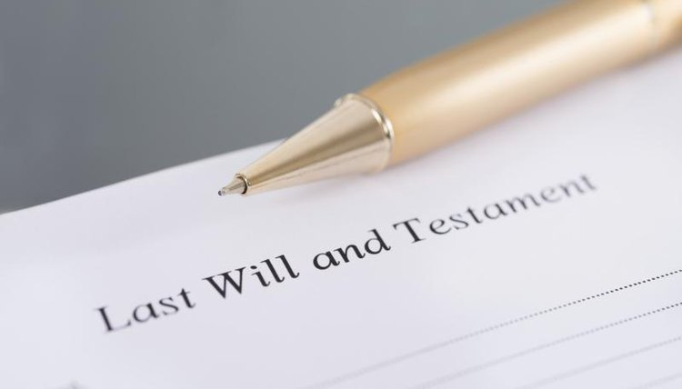 A pen, a Last Will, Testament document
