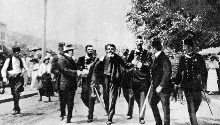Reports on Gavrilo Princip's arrest differ on whether the Bosnian crowd was trying to destain him or kill him before police arrived. (ref 2,5)