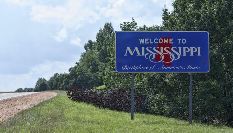 A Mississippi welcome sign by the side of a highway