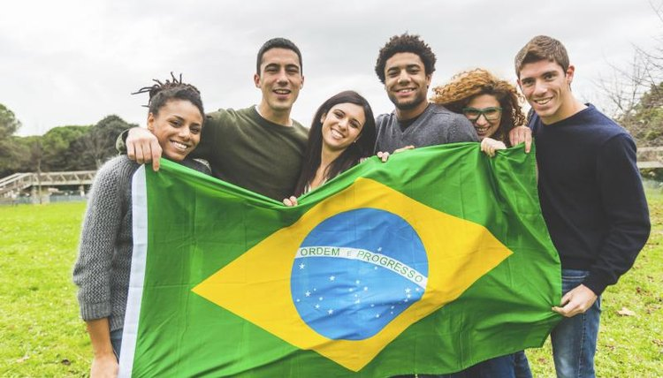University students holding a Brazilian flag.