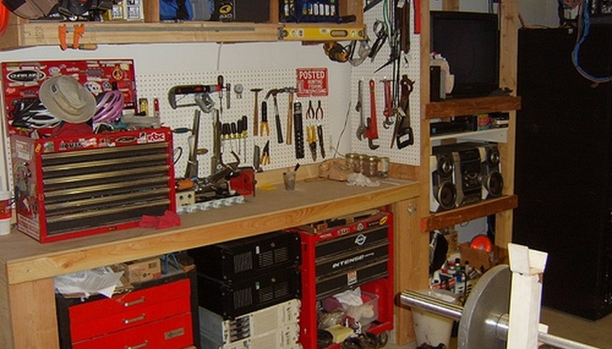 Как оборудовать рабочее место в гараже своими руками 96