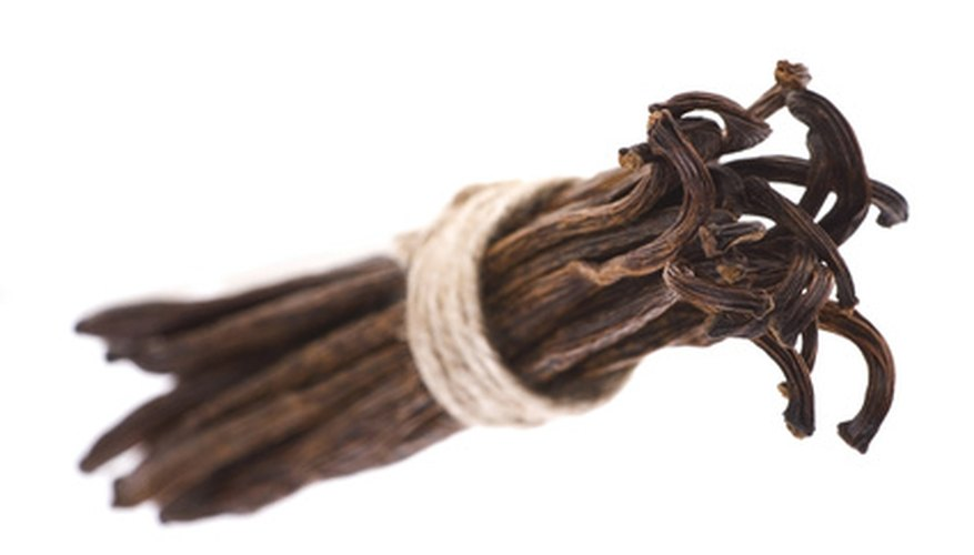 Bundles of vanilla beans are 5 to 8 inches long.