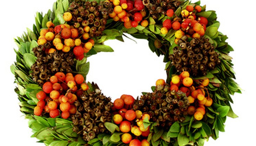 Mix fruit, nuts and greens for a natural della Robbia wreath.