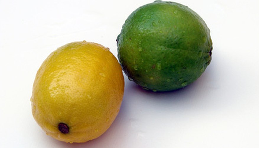 There are some telltale signs that differentiate lime trees from lemon trees.