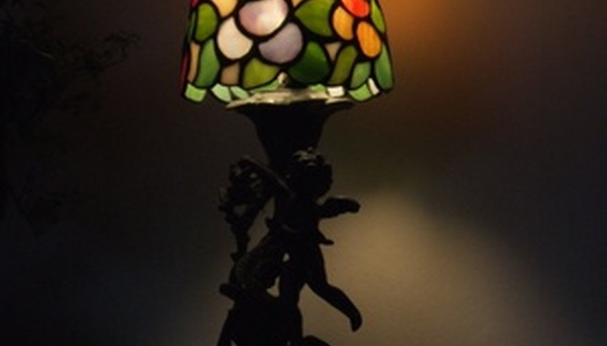 You can appraise an antique table lamp yourself.