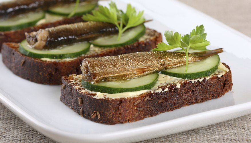 Smoked brislings on toast with cucumber