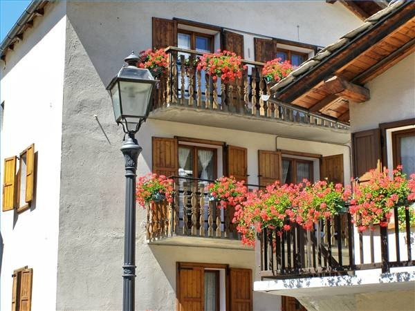 About balconies with pictures ehow for Balcony dictionary