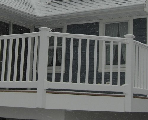Types of deck railing with pictures ehow for Types of balcony