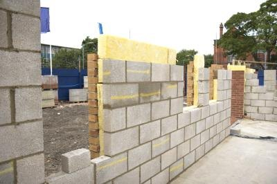 Advantages disadvantages of concrete block homes ehow for Cinder block house construction