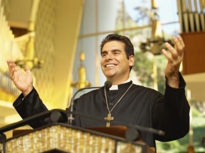 Voici comment doit être un vrai prêtre de Notre Seigneur Jésus-Christ 56383156_XS