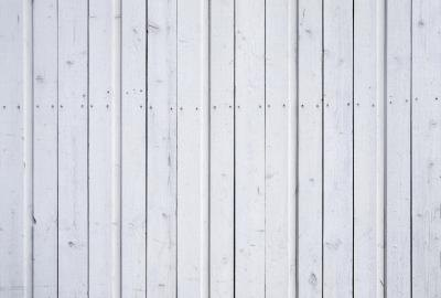 glue-gray wooden fence