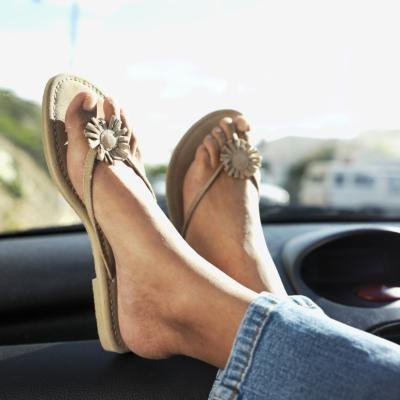 Going barefoot or wearing flip-flops is recommended for those with from saddle bone deformity.