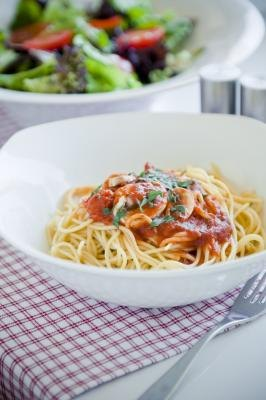 A spaghetti dinner can become a great gift when you take the time to prepare it.