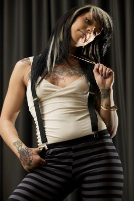 Womens' suspenders are usually thinner in the straps.