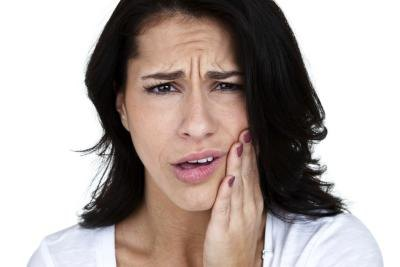 Woman with pain in her mouth.